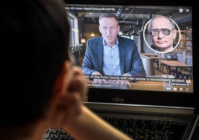 Russia tells platforms to stop promoting Navalny protests to minors