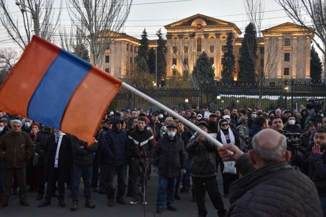 Armenian president refuses Pashinian's order to remove army chief