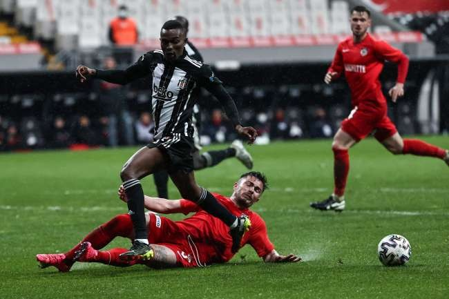 Beşiktaş beat Gaziantep 2-1, jump to top of Turkish Super Lig
